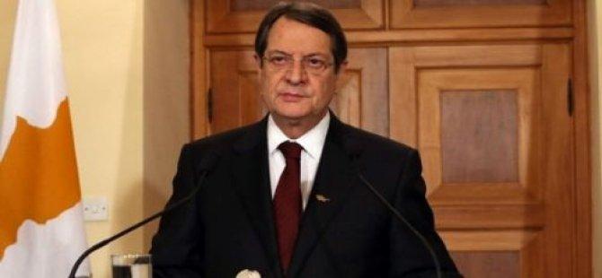 """KIBRIS CUMHURİYETİ'Nİ SAVUNACAĞI YERDE İSİM OYUNU OYNADI"""