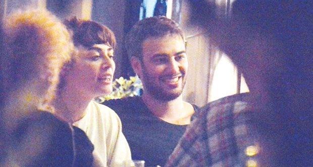 Demet Evgar ile arkadaşları yemekteydi...