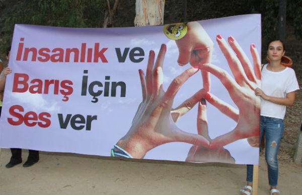 """""""İNSANLIK VE BARIŞ İÇİN SES VERMEYE ÇAĞRI"""" EYLEMİ LEFKOŞA'DA YAPILDI"""