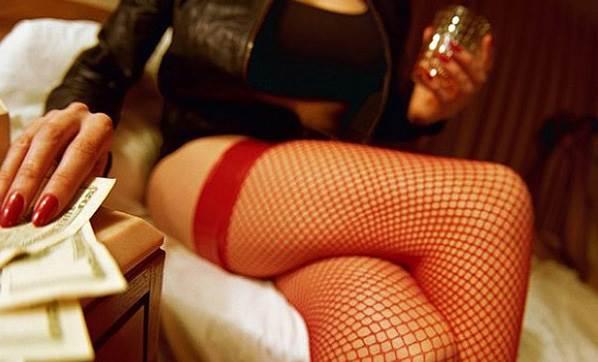 Seks İşçisini Polise Şikayet Etti...