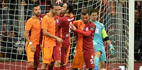 Galatasaray'ın parçalı şortu olay oldu!