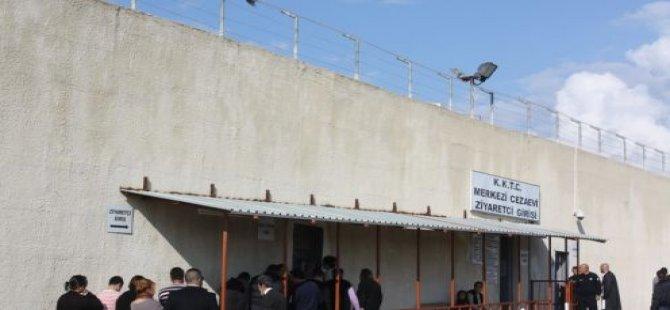 LEFKOŞA POLİS KARAKOLUNDA BULUNAN 17 YAŞINDAKİ MÜLTECİ KIZ ÇOCUĞU…