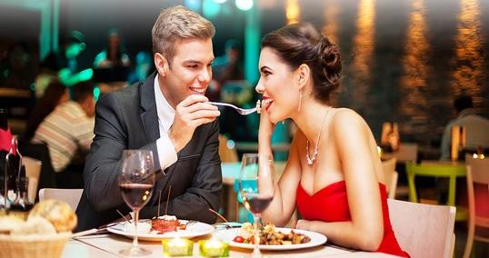 Erkekler Kadınları Etkilemek İçin Daha Çok Yiyor!