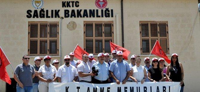 SAĞLIK BAKANLIĞI PROTESTO EDİLDİ