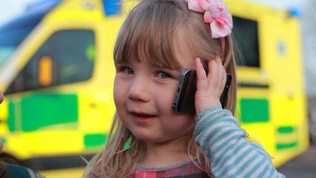 3 yaşındaki çocuk annesini kurtardı