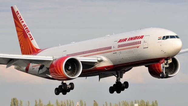 Havada panik... 240 yolcu başka uçağa alındı