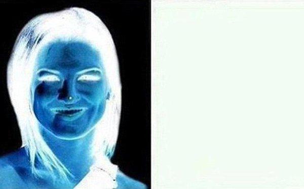 Kadının burnundaki noktaya 15 saniye bakın!