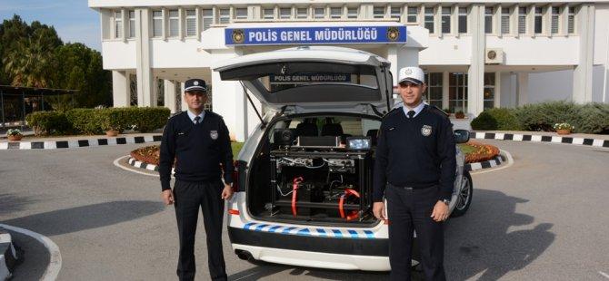 SÜRAT TESPİTİ YAPAN MOBİL POLİS ARACI