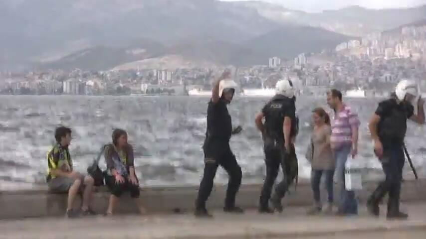 İZMİR'DE POLİSİN YAPTIKLARINA İNANAMAYACAKSINIZ