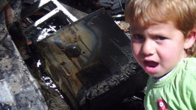 Bilgisayar Patladı Beş  Yaşındaki Çocuk Öldü !!
