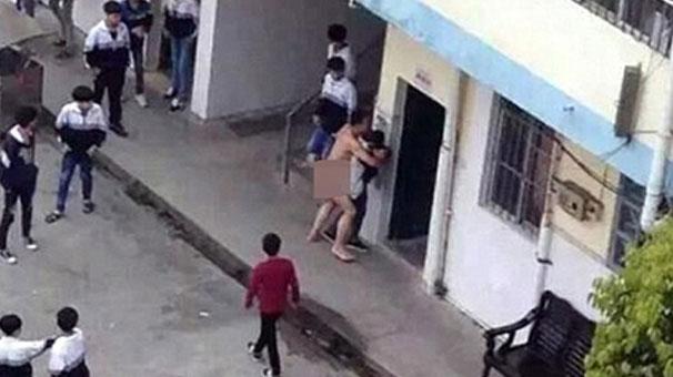 Skandal görüntüler... Öğrencisine tecavüze kalkıştı!