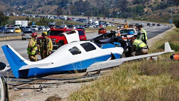 ABD'de şok kaza: Uçakla otomobil çarpıştı