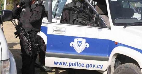 RUM POLİSİ, TÜRK GENÇLERİ SİLAHLA DURDURDU