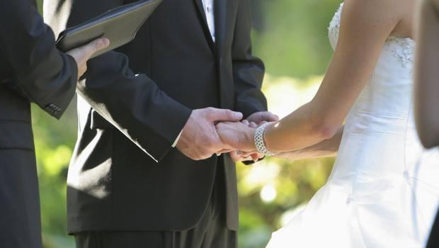 Twitter'da böylesi görülmemişti: Nişanlın şu an seni bir otelde arkadaşımla aldatıyor!