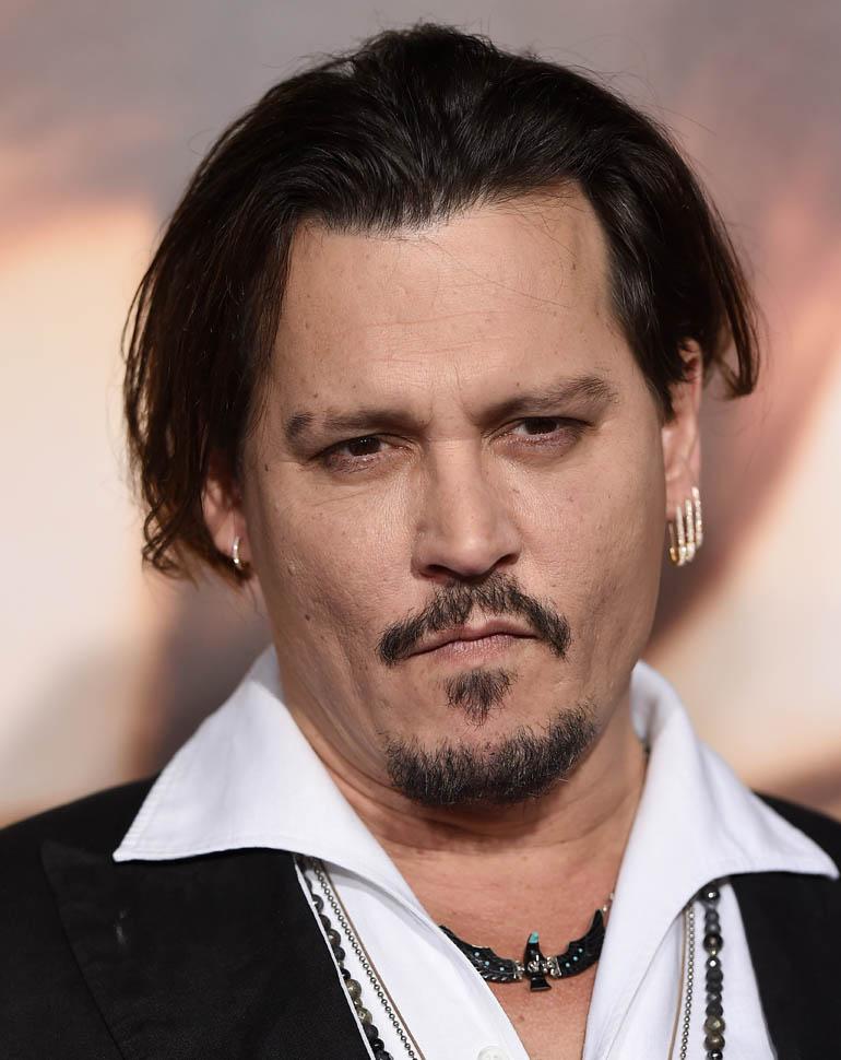 Johnny Depp kavgada eşini yaraladı!