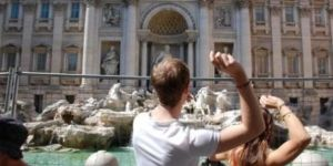 ROMA'DA TARİHİ ÇEŞMELERE GİRENLERE PARA CEZASI