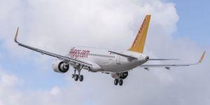 Tuvalette uzun süre kalan yolcu, uçağı Odessa'ya indirdi