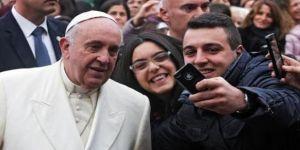 Papa Francesco'dan 'selfie' yasağı