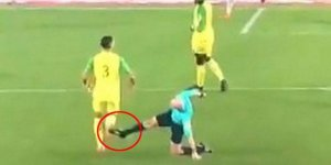 Nantes - PSG maçında görülmemiş olay! Hakemden futbolcuya tekme