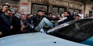 Taksiciler Uber sürücülerine saldırdı