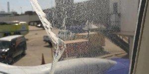 Yolcu uçağının camı seyir esnasında çatladı..