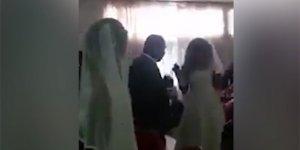 Gelinlik giyip eski sevgilisinin düğününü bastı!