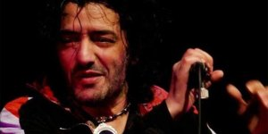 Ünlü şarkıcı hayatını kaybetti