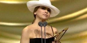Hadise'nin şapkası olay oldu!