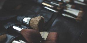 Makyaj fırçalarınızı böyle temizliyorsanız dikkat!