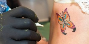 Renkli dövmede büyük tehlike!