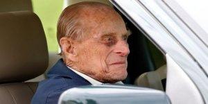Prens Philip emniyet kemersiz araba kullanırken 'yakalandı'