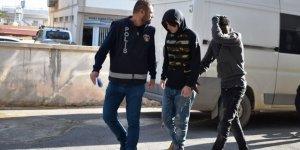 POLİSİ GÖRÜNCE UYUŞTURUCUYU DEREYE ATTILAR!
