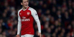Mesut Özil Çılgına Döndü, Montunu Fırlattı