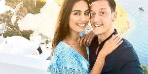 Mesut Özil-Amine Gülşe'den aşk pozu