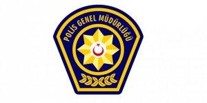 LASTİĞİ PATLAYAN ARACA POLİS YARDIM ETMEK İSTEYİNCE...