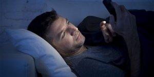 Akıllı telefonlar kalıcı göz hasarına yol açabilir