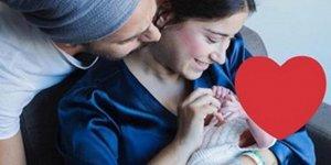 Hazal Kaya ve oğlundan ilk poz!