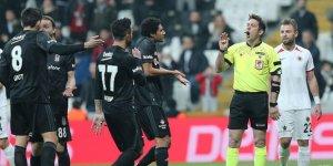 Beşiktaş taraftarından hakeme tepki!