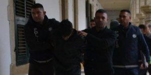 ÇALDIĞI ARABAYLA KAZA YAPIP, POLİSLERE SALDIRDI!