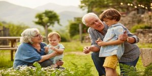 İsviçre: 10 yaş altı çocuklar artık büyükanne ve büyükbabalarına sarılabilir