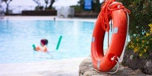 Denize ve havuza girmek güvenli mi, virüs yüzmeyle bulaşır mı?