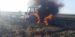 Traktör kısa devre yaptı, yangın çıktı!