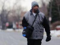 Her Gün 33 Kilometre Yürüyen İşçiye 200 Bin Dolar Bağış