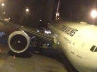 THY uçağına yükleme aracı çarptı